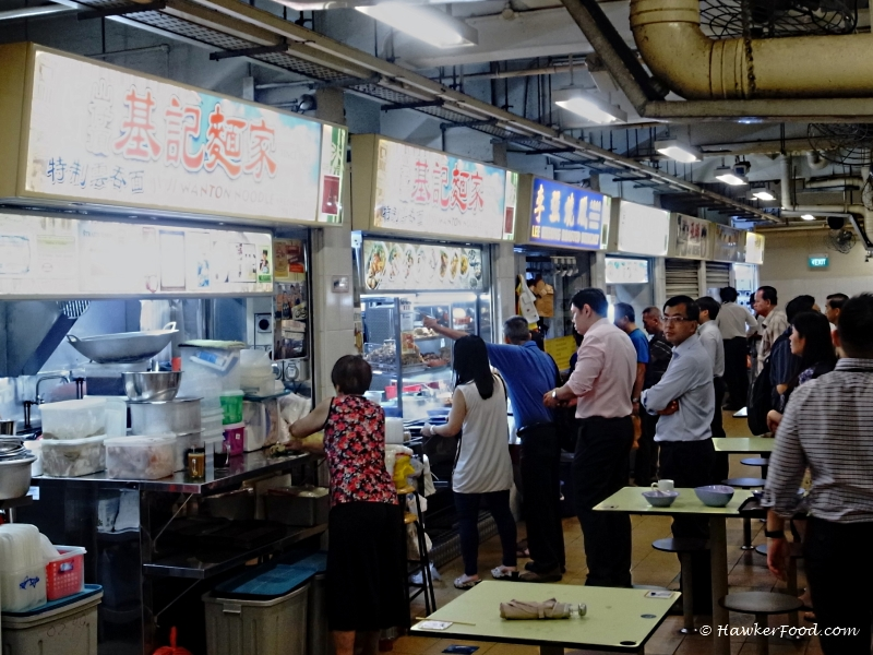 jiji wanton noodle queue